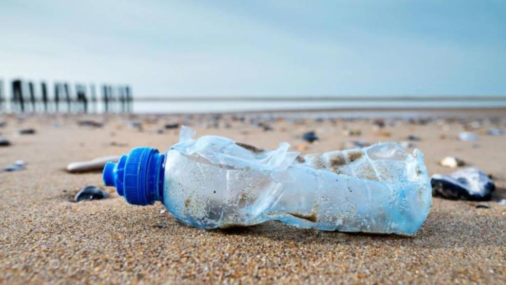 Plastikowe opakowania, słomki i patyczki powinny znikąć raz na zawsze - Zdjęcie główne