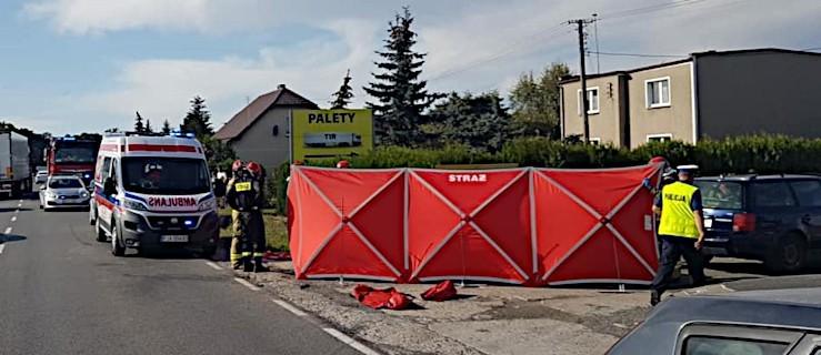 Motocyklista nie żyje po zderzeniu z autem osobowym na drodze krajowej nr 11 [ZDJĘCIA]  - Zdjęcie główne