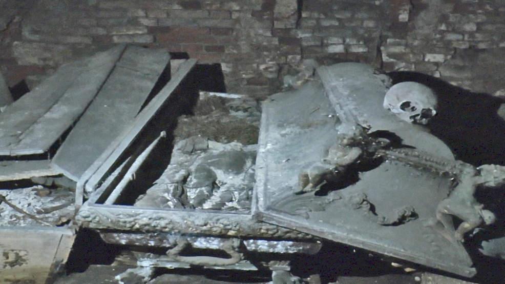 Nowe Miasto. Domniemany biskup został pochowany w sutannie na lewą stronę. Dlaczego? - Zdjęcie główne