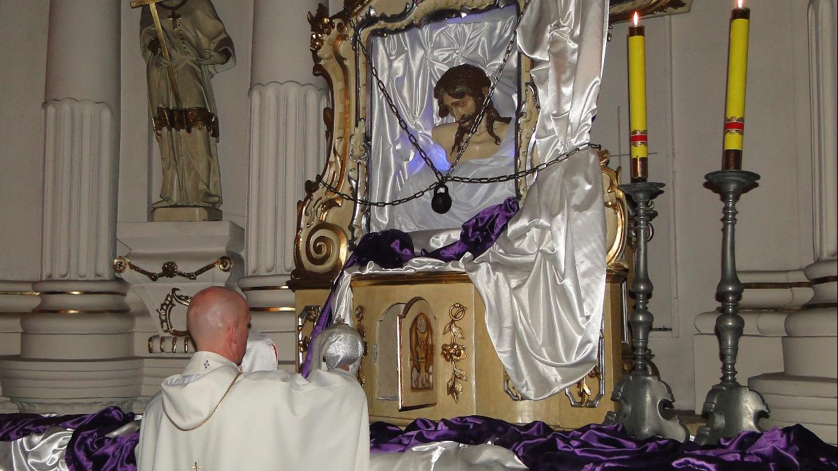 Jarocin. Triduum Paschalne i święta Zmartwychwstania Pańskiego w parafiach - Zdjęcie główne