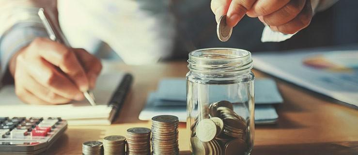 Gdzie warto trzymać swoje oszczędności? Konta oszczędnościowe vs lokaty - Zdjęcie główne