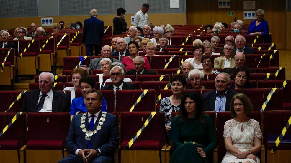 Jarocin. 55 par otrzymało zaległe medale na 50. rocznicę ślubu - Zdjęcie główne
