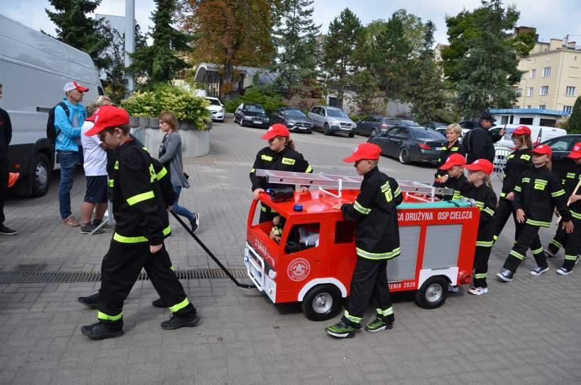 Zbudował replikę mercedesa dla dziecięcej drużyny pożarniczej [ZDJĘCIA] - Zdjęcie główne