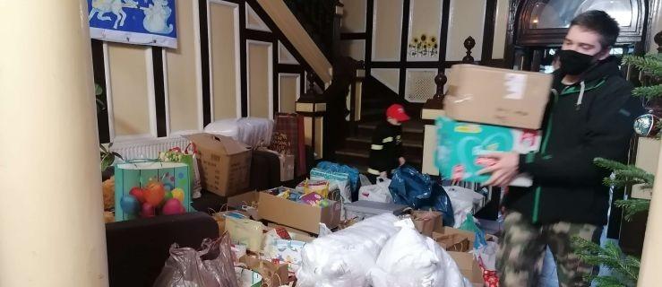 Finał zbiórki darów dla podopiecznych Domu Dziecka w Górze. Ilość ofiarowanych prezentów przerosła oczekiwania organizatorek [ZD - Zdjęcie główne
