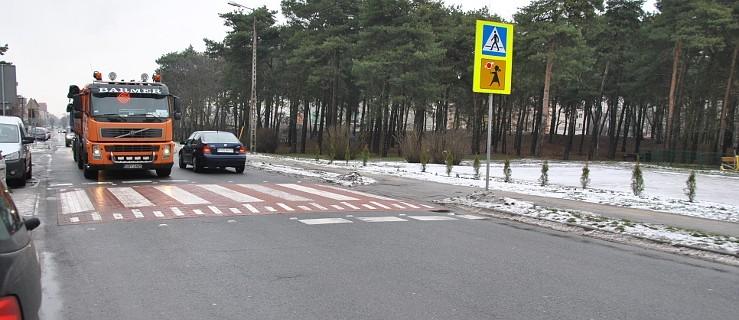 Wynieśli przejście dla pieszych, żeby spowolnić ruch przy szkole - Zdjęcie główne