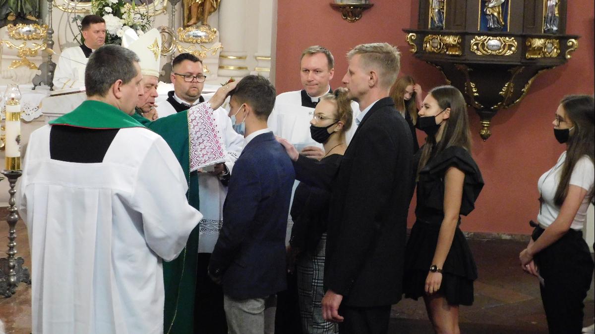 Episkopat z ministrem zdrowia apelują o przestrzeganie limitów - Zdjęcie główne