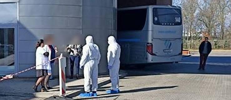 Pasażerowie autobusuz Niemiec zwolnieni z kwarantanny. Burmistrz zabrał głos - Zdjęcie główne