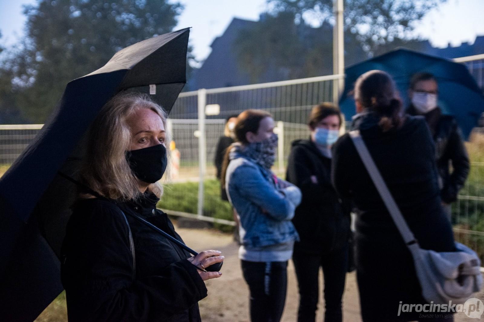Jarocin. Spacer Kobiet. Protest przeciwko wyrokowi TK w sprawie aborcji  - Zdjęcie główne