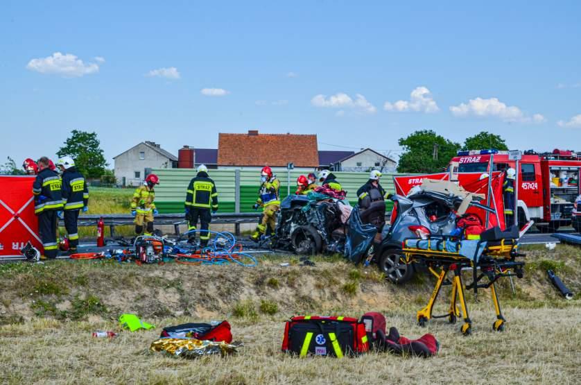 Śmiertelny wypadek na obwodnicy Jarocina. Czołowe zderzenie ciężarówki i opla mokki [ZDJĘCJA] - Zdjęcie główne