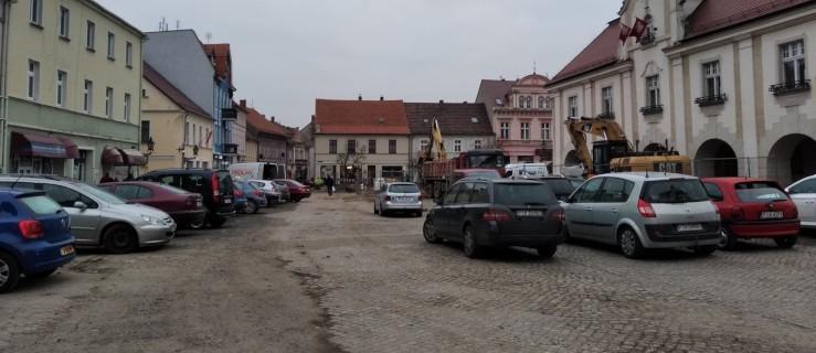Nie parkuj na rynku - możesz nie znaleźć swojego samochodu [ZDJĘCIA] - Zdjęcie główne