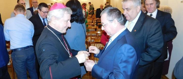 Biskup Edward Janiak musi opuścić diecezję - Zdjęcie główne