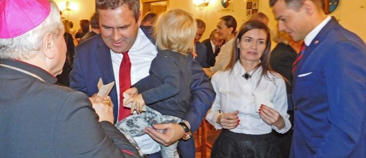 Burmistrz Jarocina awansował partnerkę na kierowniczkę swojej kancelarii  - Zdjęcie główne