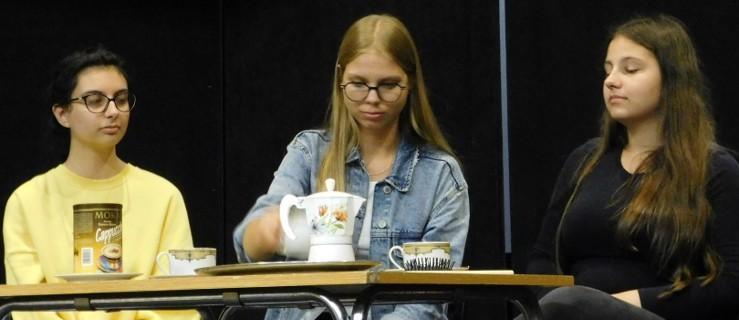 """Młodzież sama z siebie wzięła się za """"Moralność pani Dulskiej"""" [WIDEO] - Zdjęcie główne"""