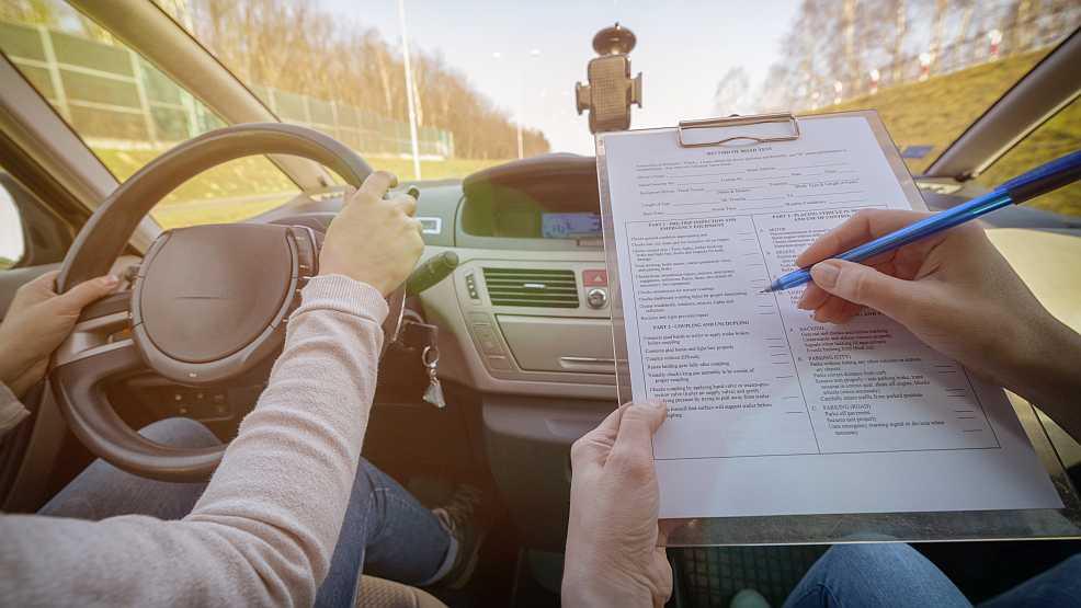 Jarocin. Szkoły jazdy. Jak wybrać najlepszego instruktora jazdy? - Zdjęcie główne