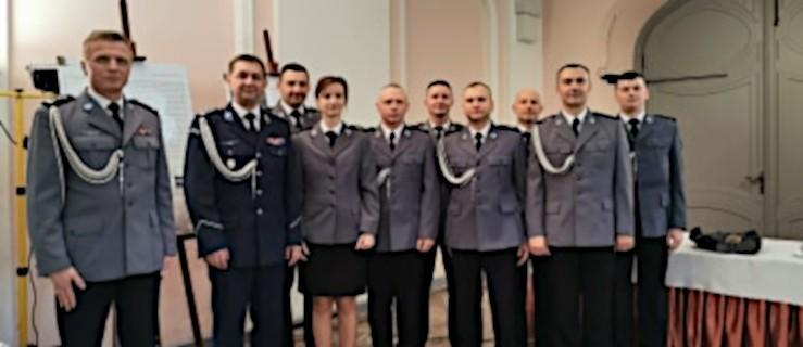 Ośmiu jarocińskich policjantów otrzymało to wyjątkowe wyróżnienie. Za każdym kryje się uratowane życie - Zdjęcie główne