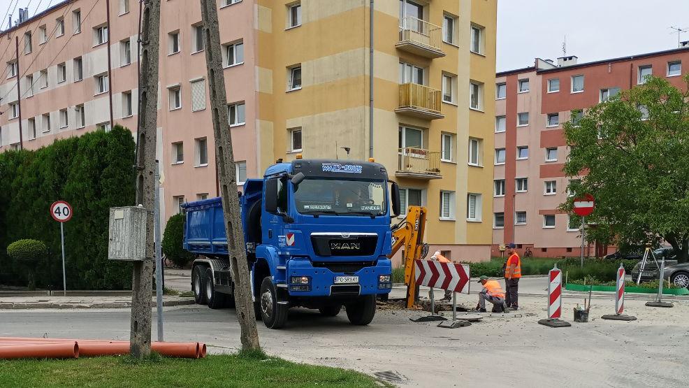 Jarocin. Mieszkańcy: Dzisiaj rozkopali dwa wjazdy: na ul. Kwiatową i Słoneczną   - Zdjęcie główne