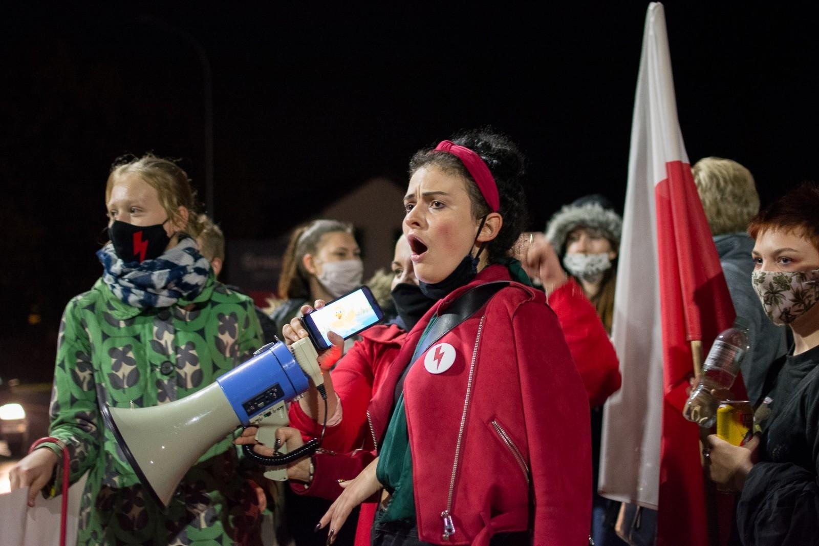 Jarocin. Protest kobiet tym razem bez tłumów - Zdjęcie główne