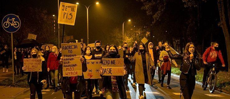 Wielki protest w Jarocinie. Rewolucja jest kobietą. [ZDJĘCIA] - Zdjęcie główne