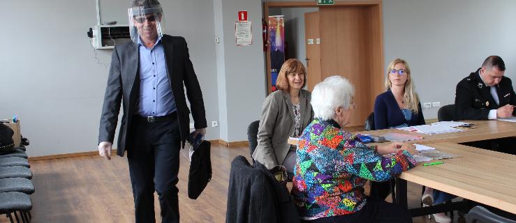 Rodzice nie wiedzieli o zamiarze likwidacji szkoły w Magnuszewicach. Chcą przesunięcia sesji - Zdjęcie główne