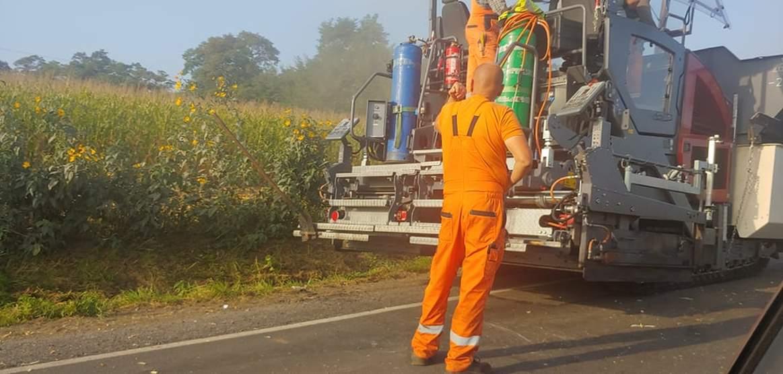 Uwaga kierowcy! Utrudnienia na DK 12. Drogowcy kładą asfalt [ZDJĘCIA]  - Zdjęcie główne