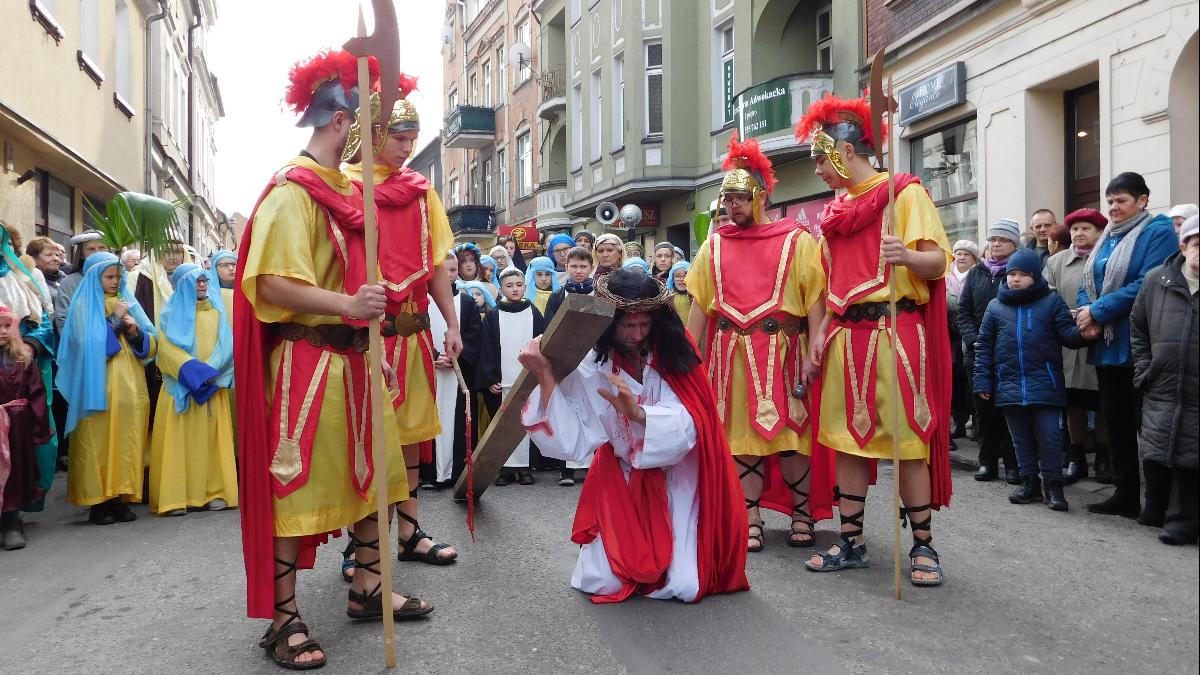 Dzisiaj Wielki Piątek. Dzień, w którym nie sprawuje się mszy św. - Zdjęcie główne