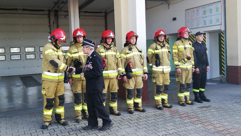 Sławoszew. Strażacy podziękowali swojemu kapelanowi. Ksiądz Jerzy Rychlewski odchodzi na emeryturę - Zdjęcie główne