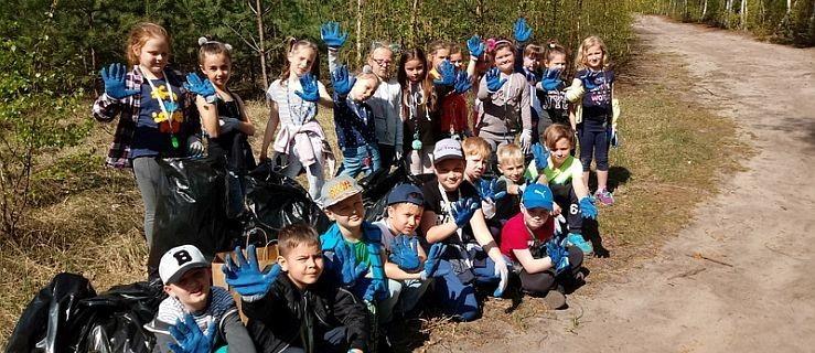 Dzieci posprzątały las i drogę po dorosłych [GALERIA ZDJĘĆ] - Zdjęcie główne