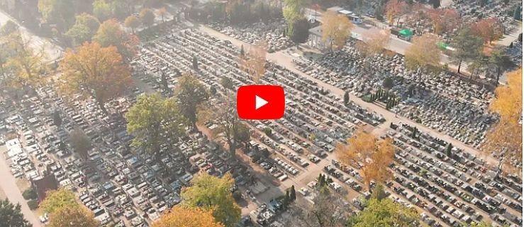 Jarocin. 1 listopada 2020. Niesamowity obraz jarocińskich cmentarzy. Puste nekropolie  - Zdjęcie główne