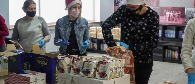 Jarocin. Świąteczne dary dla seniorów są już pakowane [ZDJĘCIA] - Zdjęcie główne