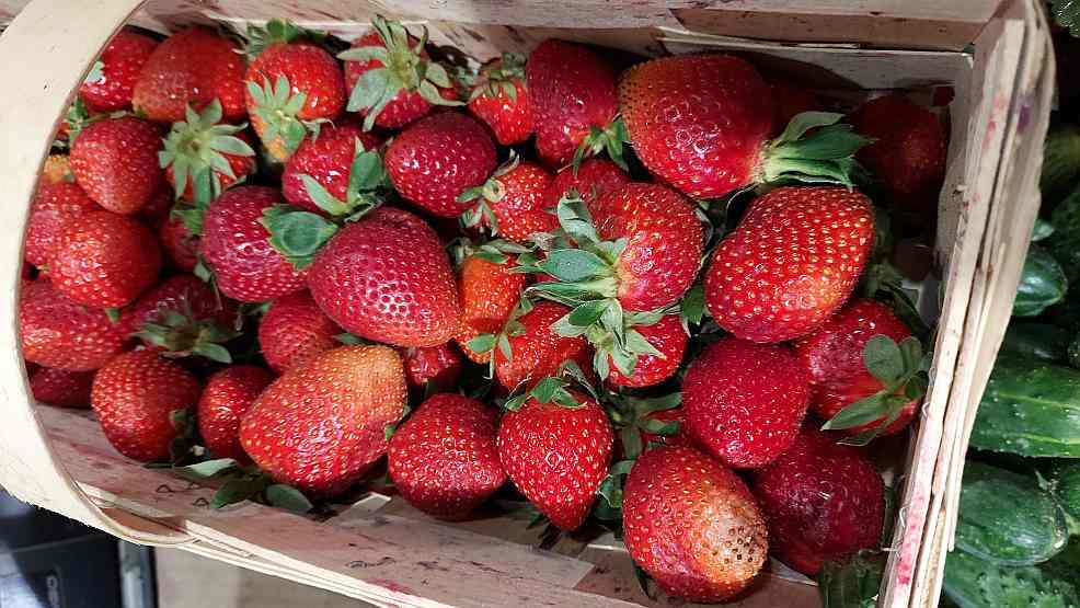 Rekordowo wysokie ceny truskawek.  Ile kosztuje kilogram truskawek w Jarocinie? Sprawdź koniecznie - Zdjęcie główne