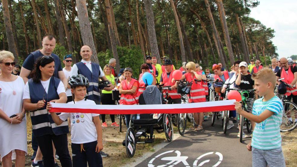150 cyklistów zjechało się na otwarcie ścieżki rowerowej Jarocin  - Żerków [ZDJĘCIA] - Zdjęcie główne