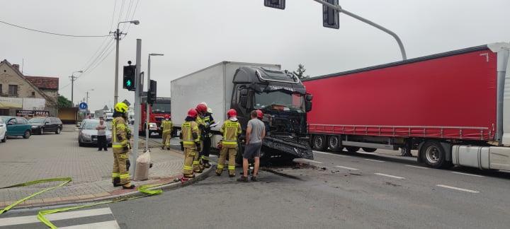 Zderzenie dwóch ciężarówek na DK 11 w Kotlinie  - Zdjęcie główne