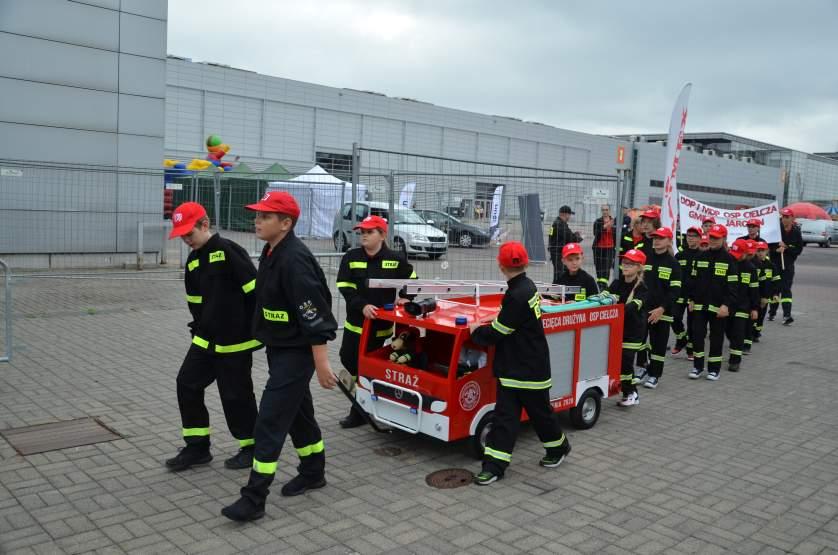 Miniaturowa replika strażackiego mercedesa zrobiła furorę na Ogólnopolskim Zlocie Czerwonych Samochodów [ZDJĘCIA] - Zdjęcie główne