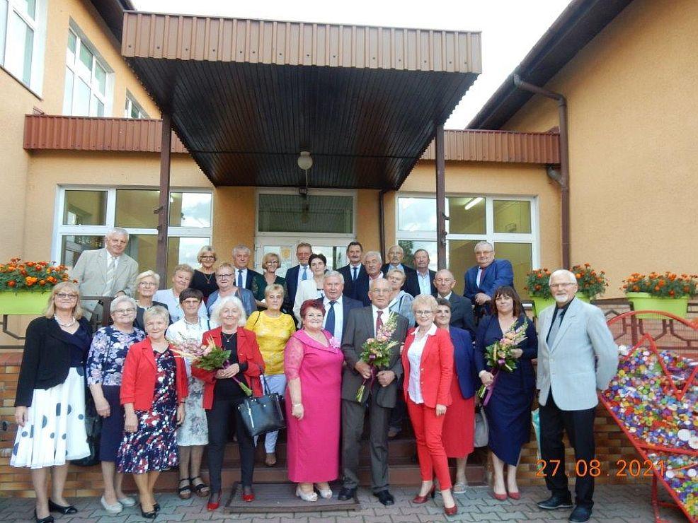 Spotkali się po 50 latach. Zjazd Absolwentów SP w Rusku - Zdjęcie główne