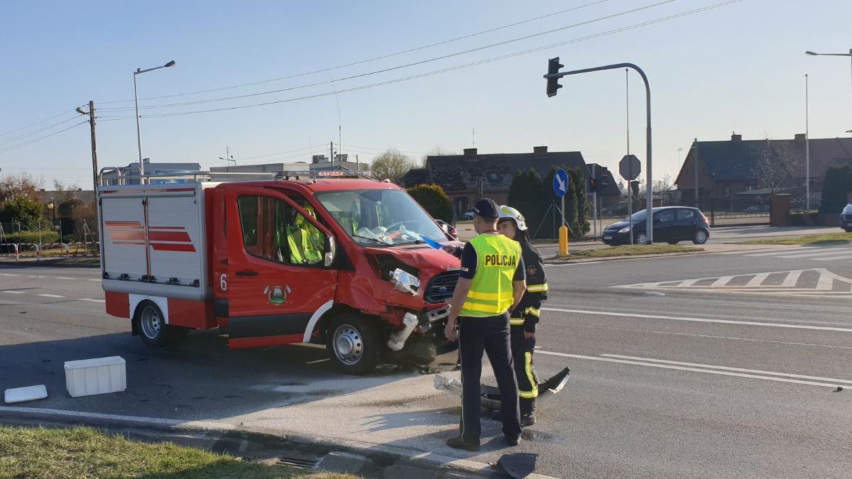 Wypadek w Klęce z udziałem ochotniczej straży pożarnej. Kierowca był pod wpływem - Zdjęcie główne