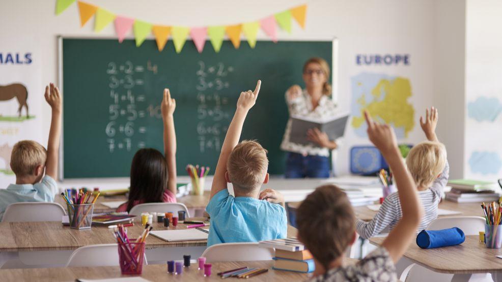 Od 1 września uczniowie zaczną uczyć się stacjonarnie. Jak długo to potrwa? Czy czeka nas powrót do nauki zdalnej? - Zdjęcie główne