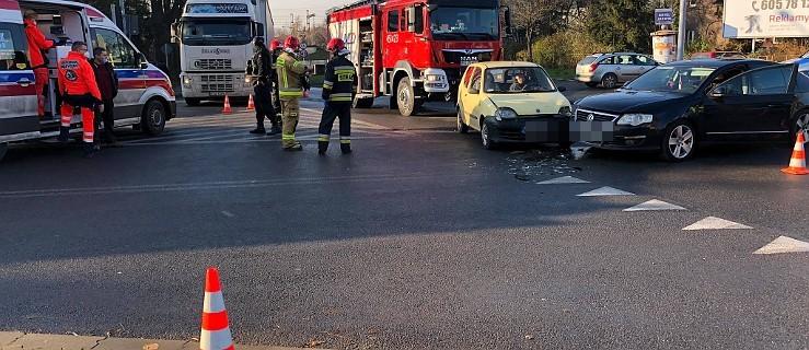 Dwa pojazdy zderzyły się na skrzyżowaniu w Jarocinie - Zdjęcie główne