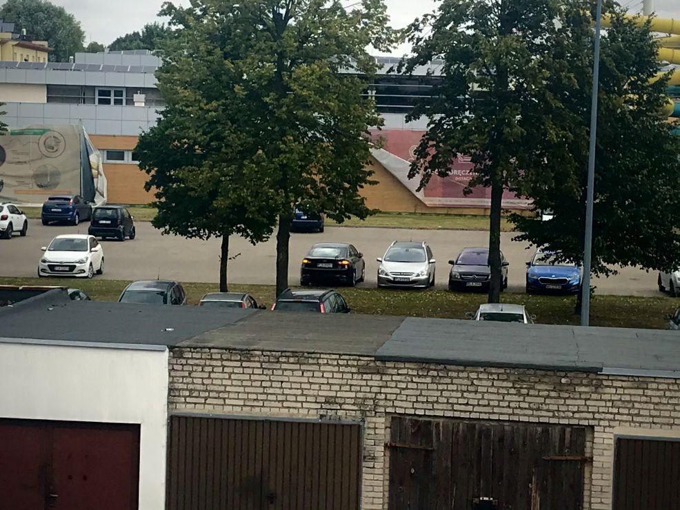 Całe osiedle to słyszy. Poszukiwany właściciel czarnego forda zaparkowanego przed Aquaparkiem [AKTUALIZACJA] - Zdjęcie główne