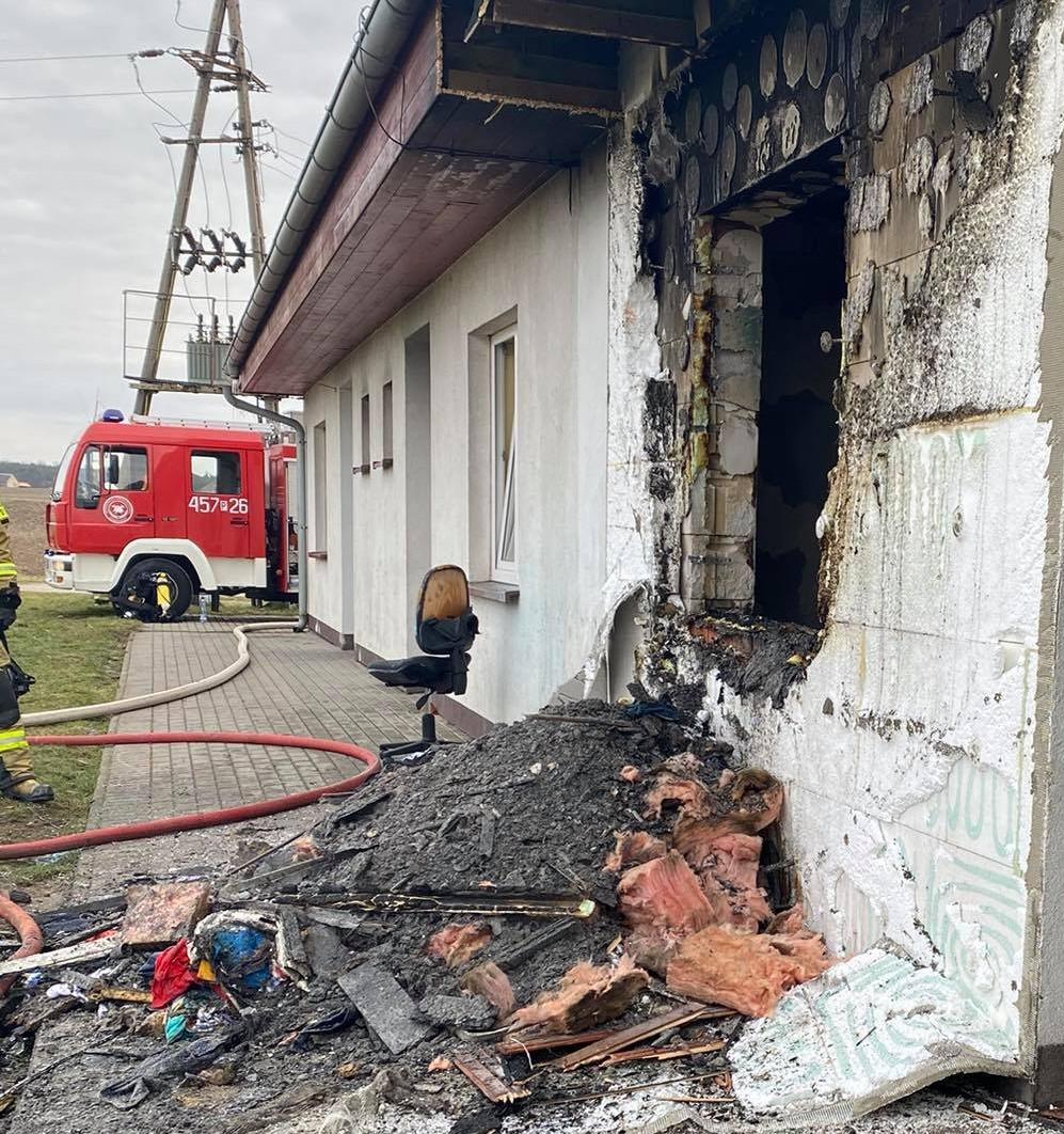 Łuszczanów. Rodzina z dziećmi straciła w pożarze dom. Trwa organizowanie pomocy dla pogorzelców - Zdjęcie główne