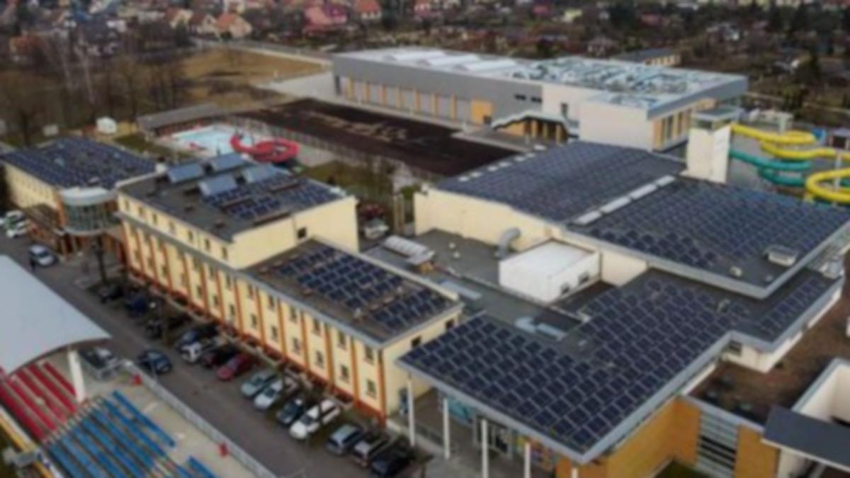 Dachy spółki obłożyli ponad pół tysiącem paneli słonecznych  - Zdjęcie główne