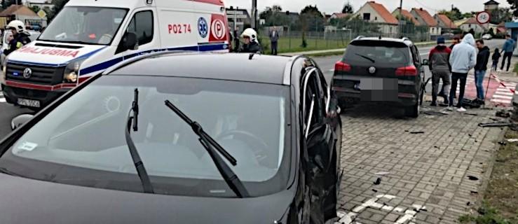 Groźnie wyglądające zderzenie volkswagena z hyundaiem na skrzyżowaniu w Jarocinie  - Zdjęcie główne