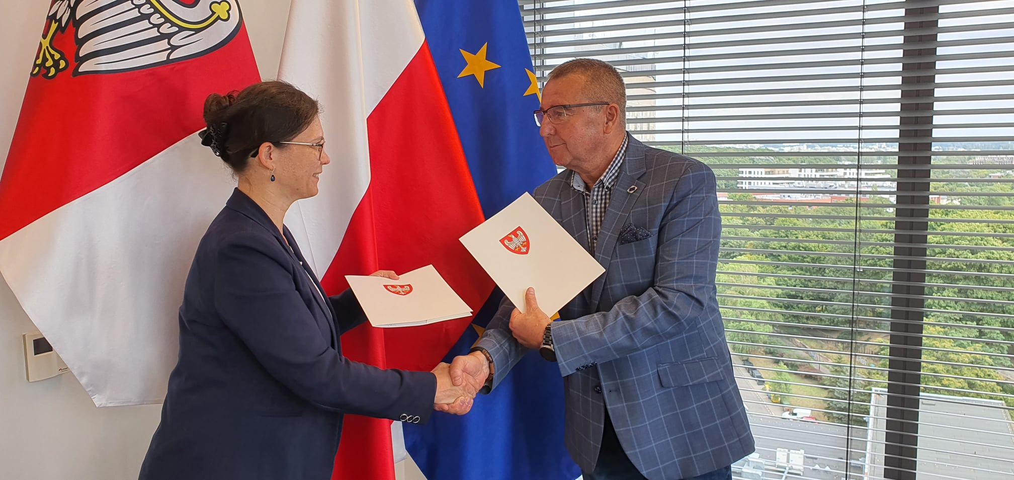 100 tys. zł na kolejną szatnię w gminie Jaraczewo. Burmistrz podpisał umowę    - Zdjęcie główne