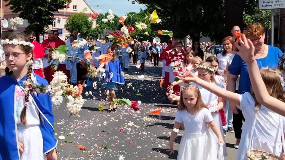 Jarocin. Jak wyglądała procesja Bożego Ciała z kościoła św. Marcina do Chrystusa Króla? [FOTO] - Zdjęcie główne