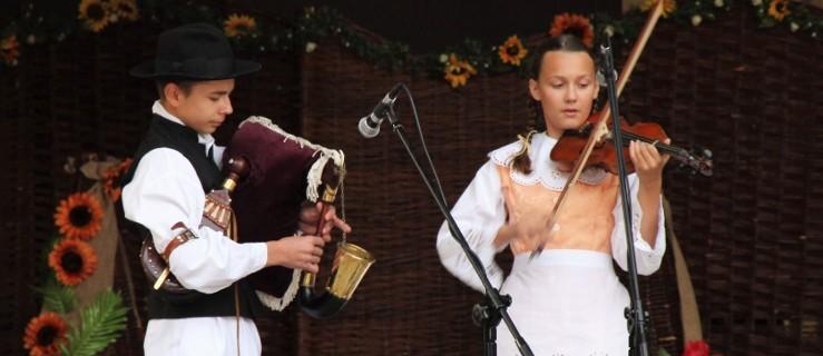 Jarocin. Jagoda gra na skrzypcach a Fryderyk na dudach. Mają szansę wygrać konkurs Polskiego Radia - Zdjęcie główne