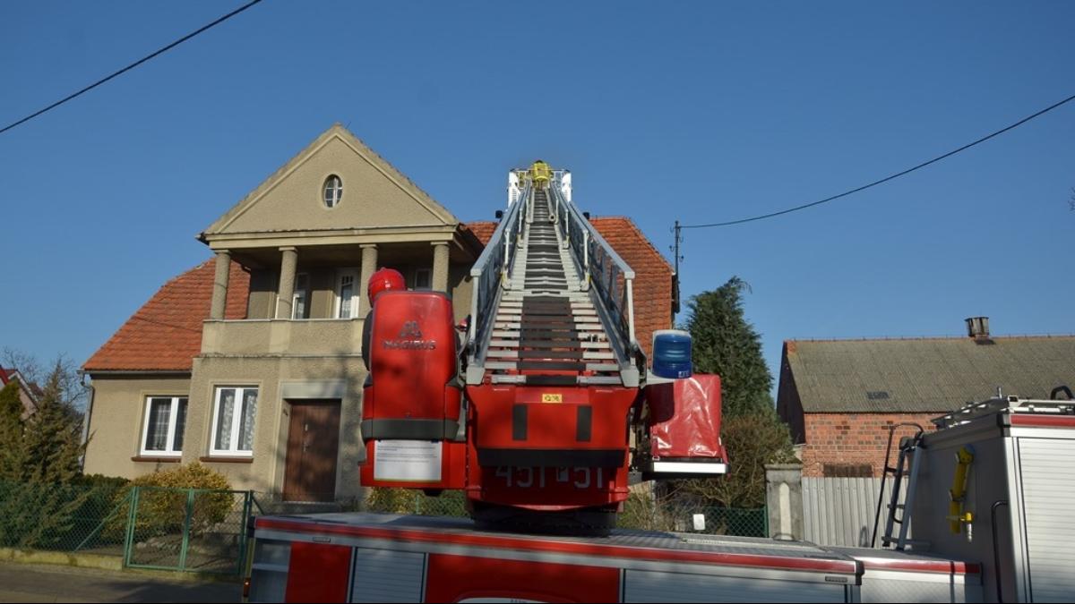 Pożar w budynku mieszkalnym. Do akcji skierowano siedem zastępów straży pożarnej - Zdjęcie główne
