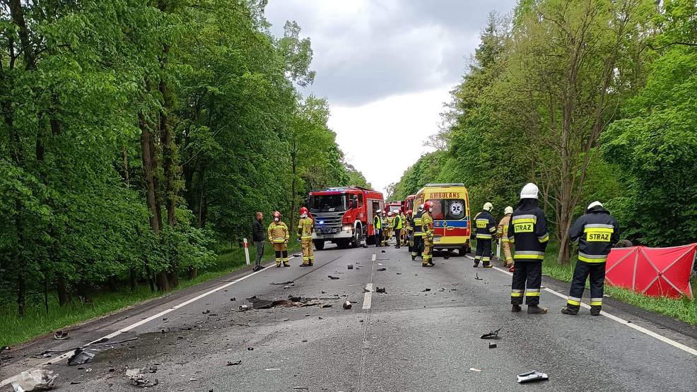 Zderzenie dwóch pojazdów na krajowej nr 11.  Kierowca seata nie żyje [AKTUALIZACJA]     - Zdjęcie główne