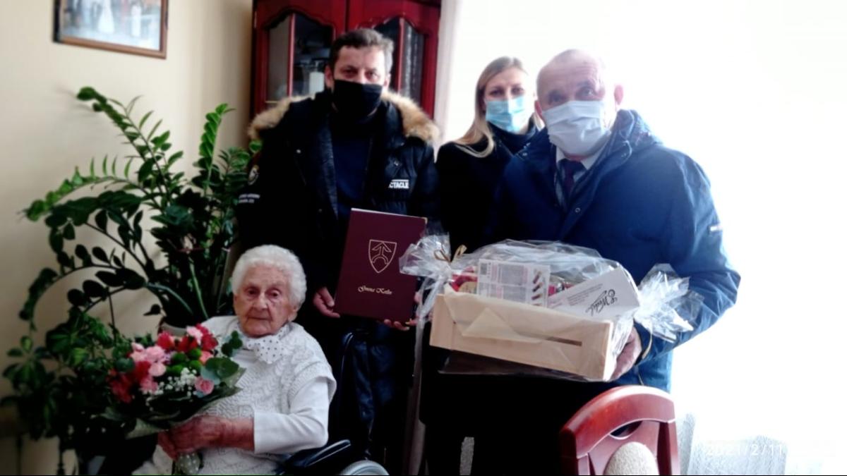 100 lat świętowała Pani Stefania  - Zdjęcie główne