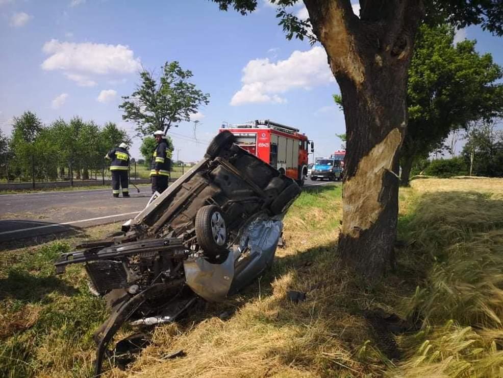 27-latka wyprzedzała BMW na DK 15 w Golinie. Doprowadziła do dachowania. Miała amfetaminę [ZDJĘCIA]  - Zdjęcie główne