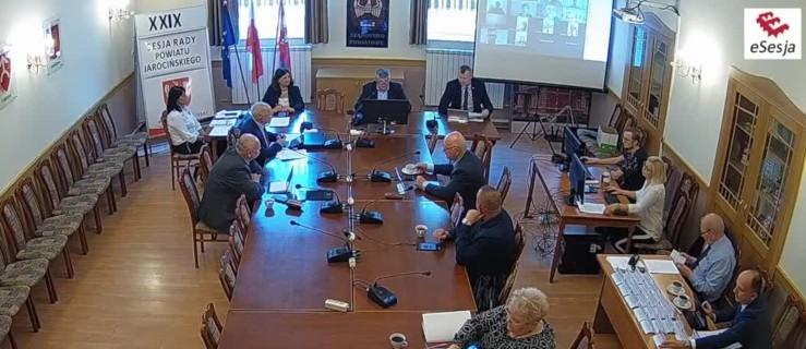 Rada Powiatu Jarocińskiego. Kolejne obrady z pomocą dla szpitala  - Zdjęcie główne
