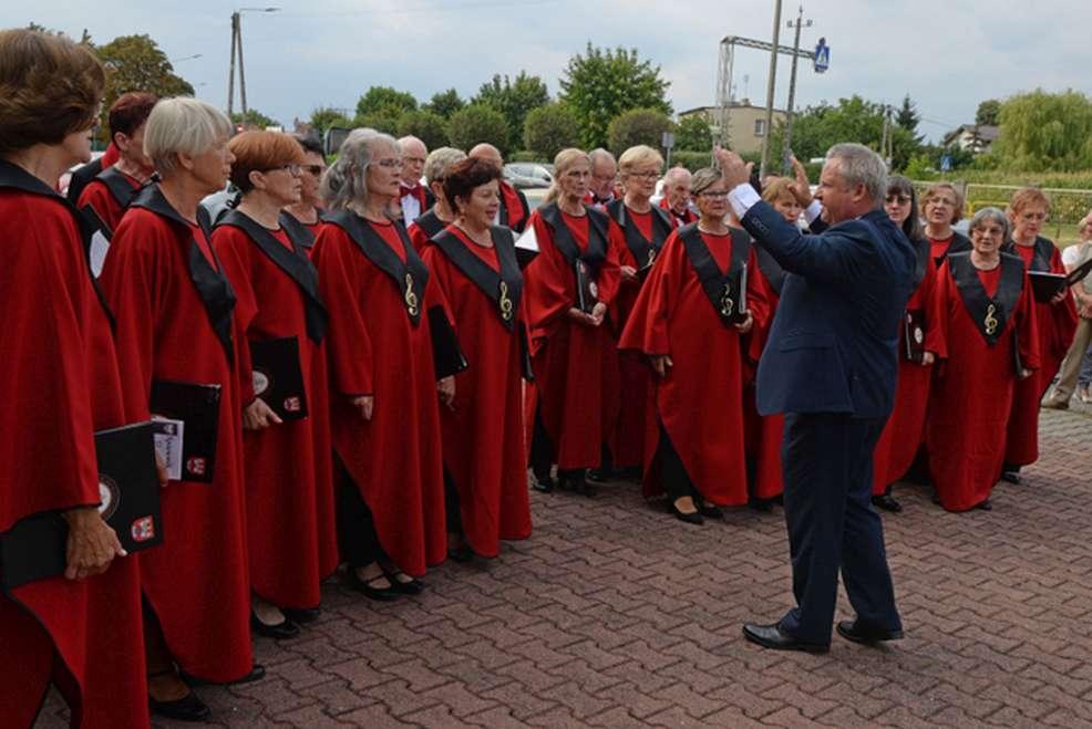 Jarocin. Uczcili 150 urodziny dyrygenta i założyciela chóru - Kazimierza Barwickiego [ZDJĘCIA] - Zdjęcie główne